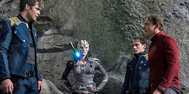 16_star-trek-beyond-pic2-with-simon-pegg-sofia-boutella-chris-pine