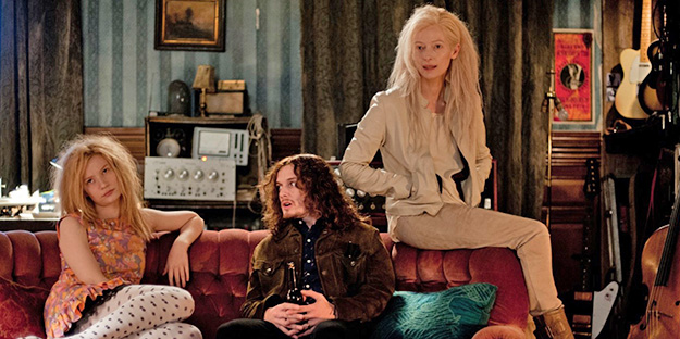 20_only-lovers-left-alive-pic4-with-tilda-swinton-mia-wasikowska