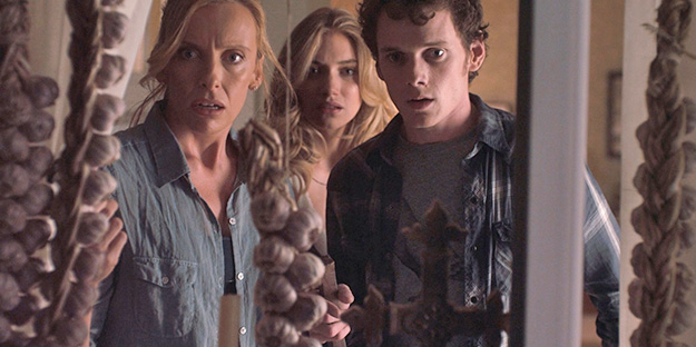 53_fright-night-pic3-with-toni-collette-imogen-poots