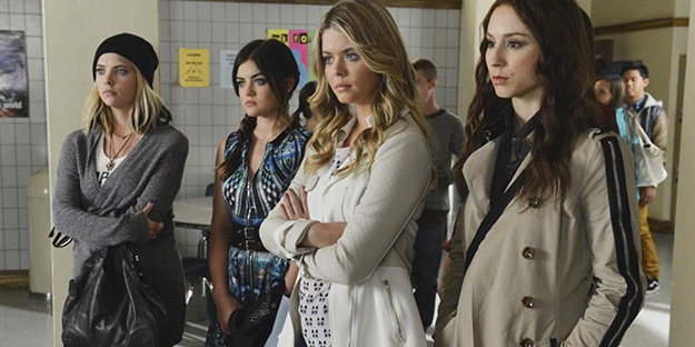 _0013_Pretty%20Little%20Liars%20with%20Troian%20Bellisario,%20Sasha%20Pieterse,%20Lucy%20Hale