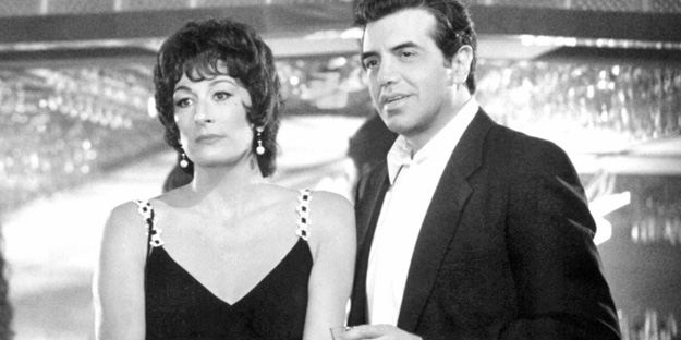 _0006_chazz-palminteri-the-perez-family-pic1-with-angelica-huston