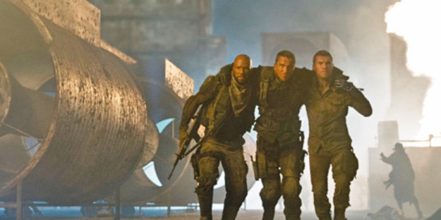 06_terminator-salvation-pic2-with-christian-bale-sam-worthington