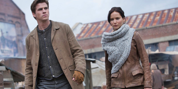 14_the_hunger_games_catching_fire_pic2_with_jennifer_lawrence
