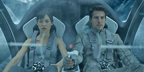 oblivion_pic1_2013_with_tom_cruise