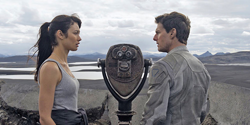 oblivion_pic4_with_tom_cruise