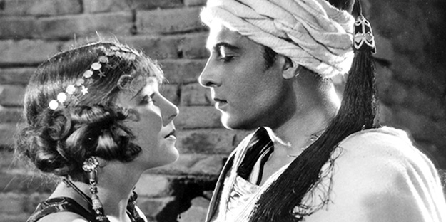 _0025_rudolph-valentino-son-of-the-sheik-pic4-with-Vilma-Banky
