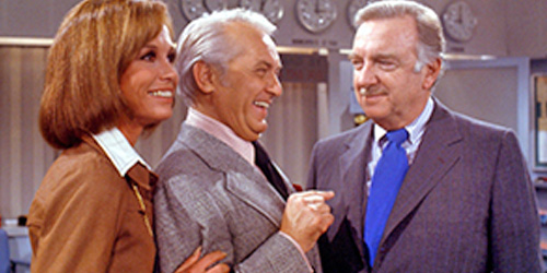 07_mary-tyler-moore-pic7-with-mary-tyler-moore-and-walter-kronkite