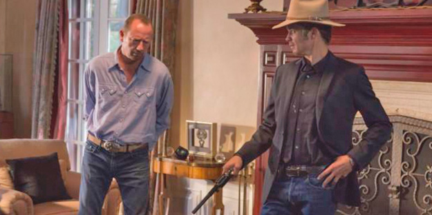 12_justified-pic1-with-timothy-olyphant